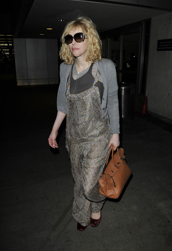courtney love Can Courtney Love be Sued for Tweeting